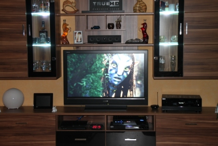 mein heimkino im wohnzimmer harmony remote. Black Bedroom Furniture Sets. Home Design Ideas